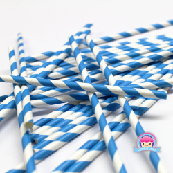 Papierowe słomki w niebieskie paski
