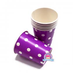 Fioletowe kubki papierowe w kropki